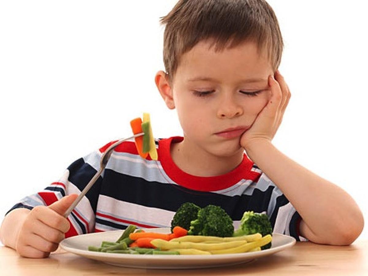 """Résultat de recherche d'images pour """"trẻ lười ăn rau"""""""